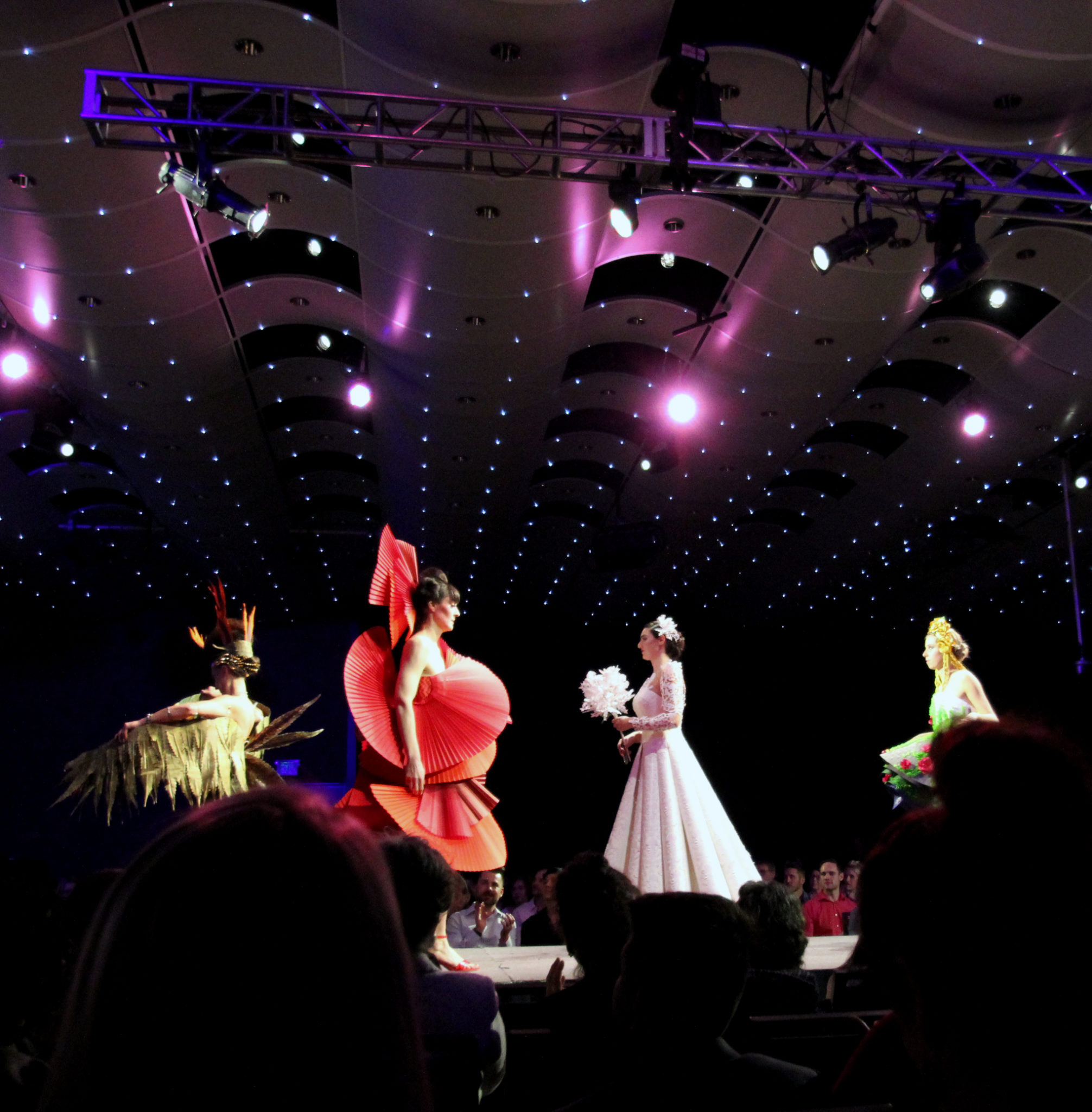 Paper Fashion Show 2017-Dreaming in Red